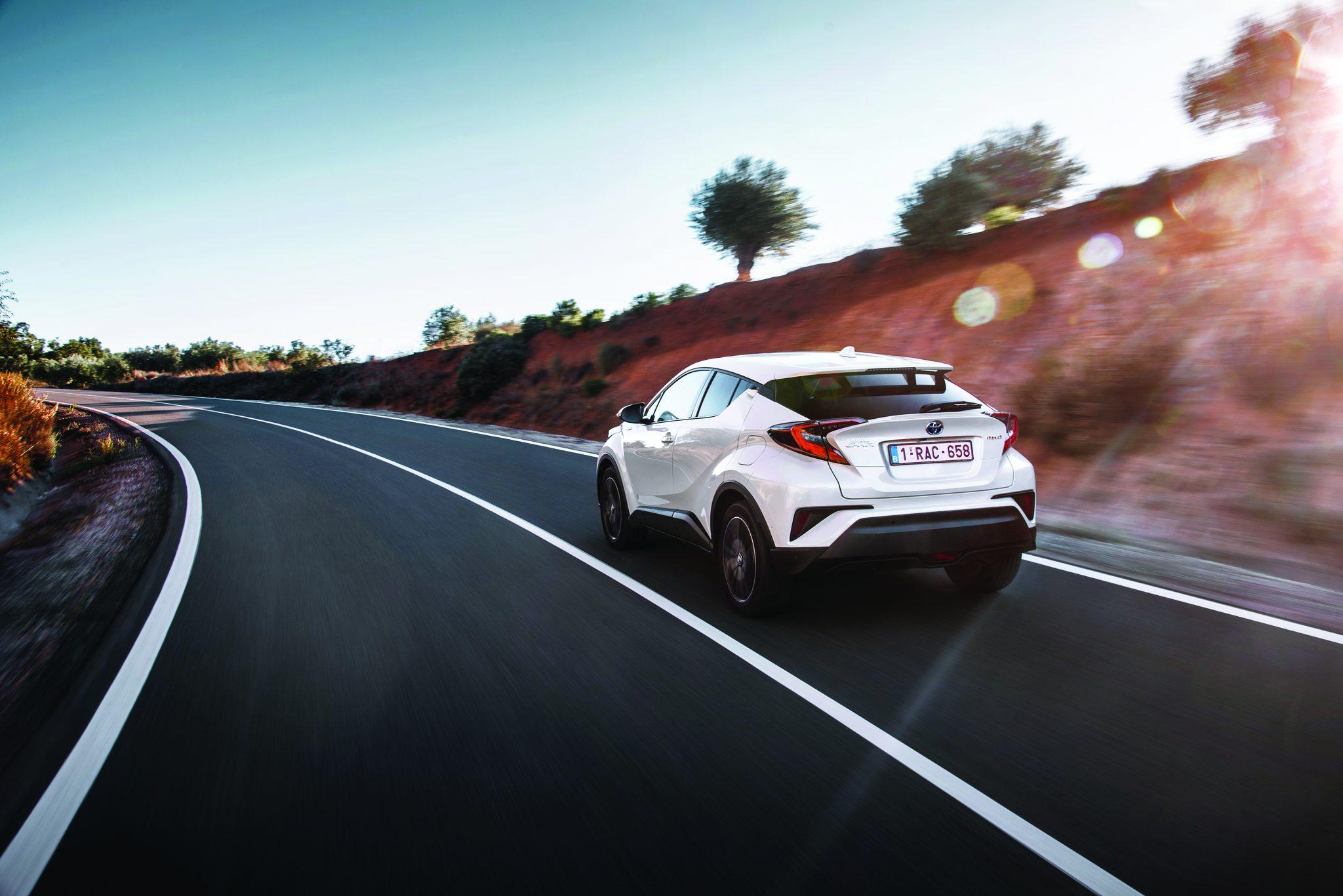2016_Toyota-CHR_Hybrid_MTE_Dynamic_01
