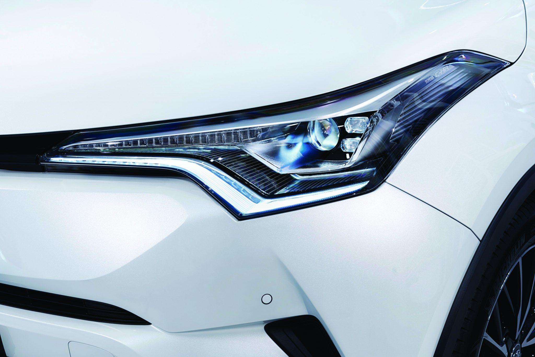 2016_Toyota_C-HR_DET_06