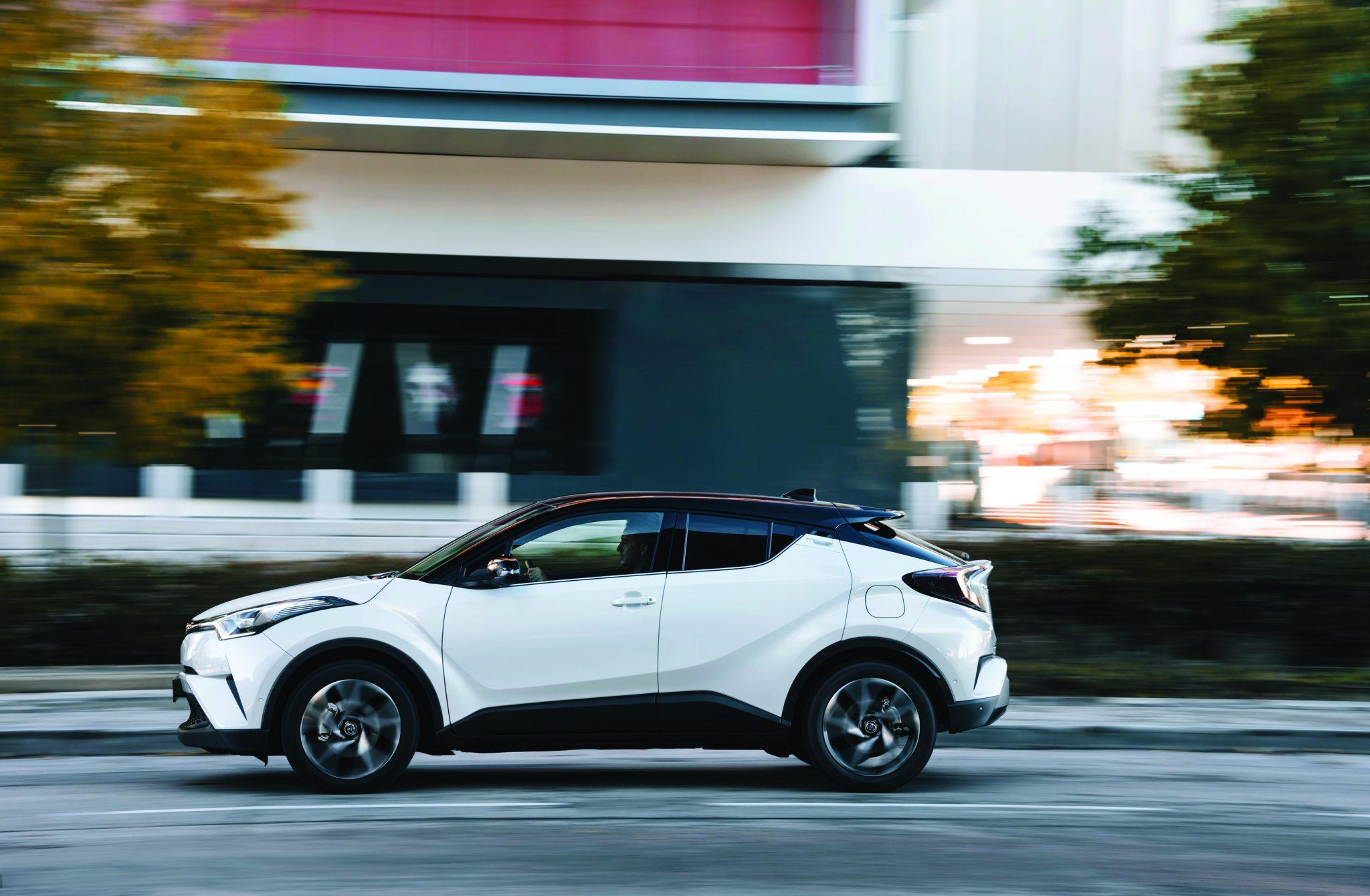 2016_Toyota_CHR_12T_Dynamic_05
